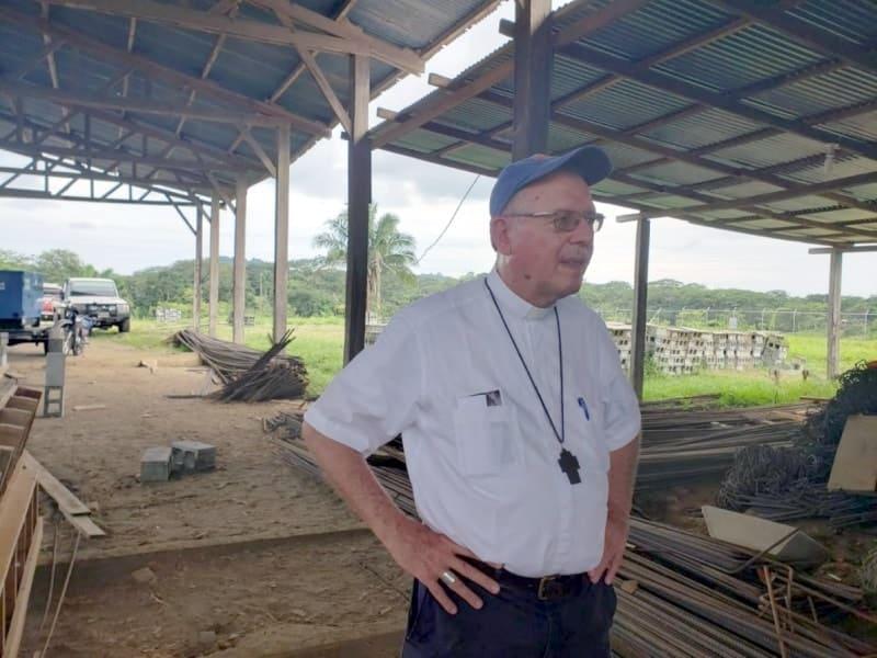 Bispo Capuchinho cria oásis de paz